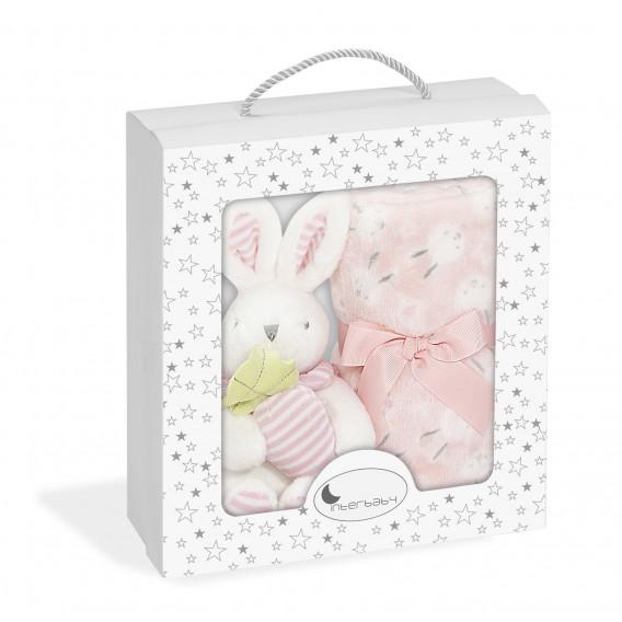 """Бебешко одеяло с играчка- """"зайче с морков"""" Inter Baby 18370"""
