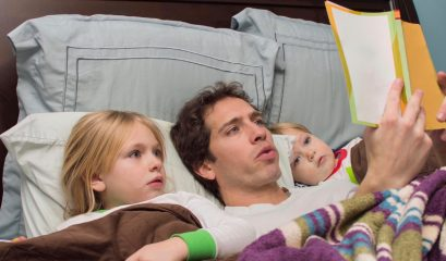 Father,reading,daughter,and,son,a,bedtime,story,in,bed